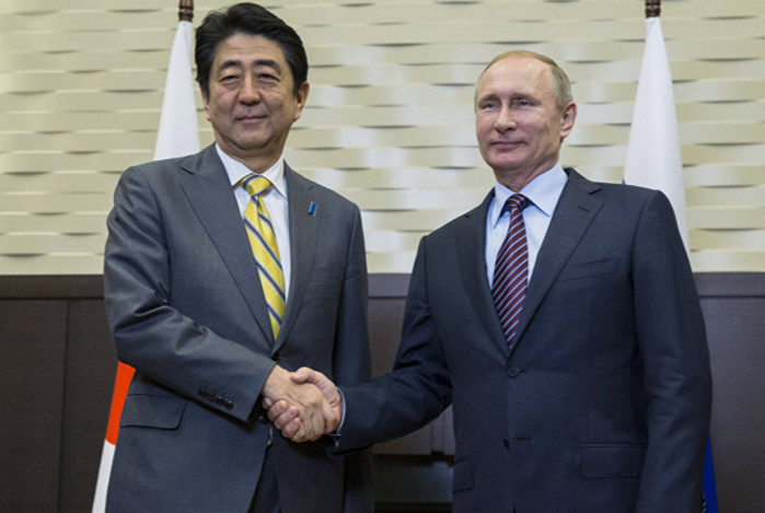 Владимир Путин и премьер Японии Shinzo Abe решают вопрос Курильских островов