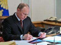 Путин на 6 месяцев продлил ограничения на транзит украинских грузов