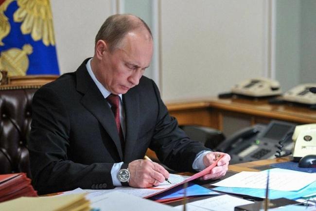 Путин продлил на 6 месяцев ограничения транзита украинских грузов