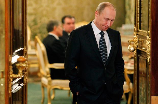 Путин расхаживал в Минске в туфлях с высокими каблуками