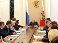 Путин и Медведев продлили санкции против Евросоюза на год