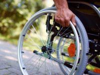 Размер пенсии инвалидам: изменение группы, надбавка, соцпомощь и пожизненная выплата