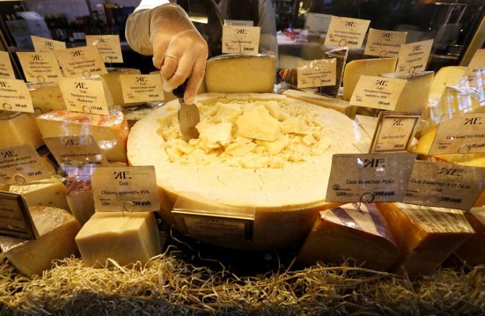 Россияне заподозрили белорусов в поставках сыра из Украины