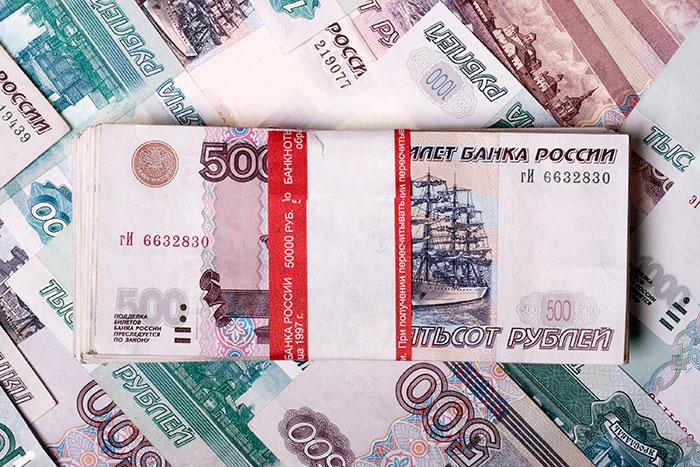 На фоне эскалации конфликта на Донбассе рубль обвалился