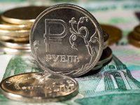 На фоне дешевеющей нефти в России доллар перевалил за 66 рублей, евро – за 76 рублей