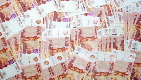 Россия опережает Украину в падении национальной валюты: доллар выше 70 рублей, евро – 80 рублей