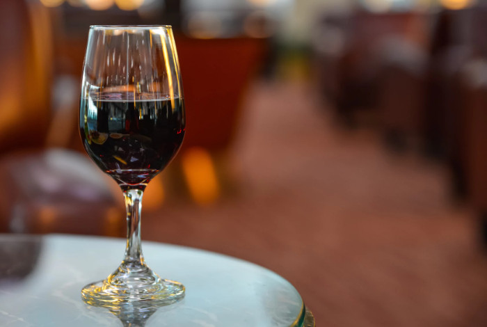 Ryanair требует ограничить продажу спиртных напитков в аэропортах