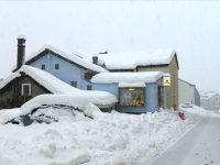 В Швейцарии тысячи туристов оказались в снежной блокаде