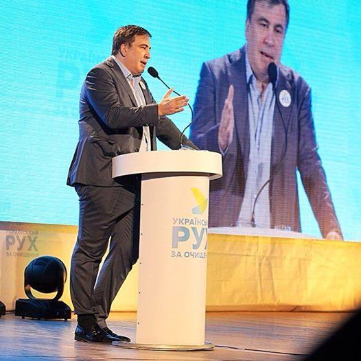 В центре внимания опять смешные брюки Саакашвили, заправленные в носок (фото)