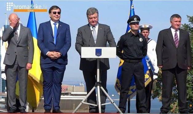 Галстук Саакашвили в прошлом. Теперь в тренде смешные брюки главы Одесской ОГА