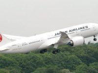 Самолет Japan Airlines совершил аварийную посадку в Токио