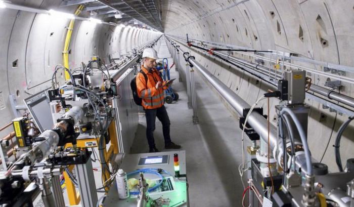Самый большой в мире рентгеновский лазер начал работать в Германии