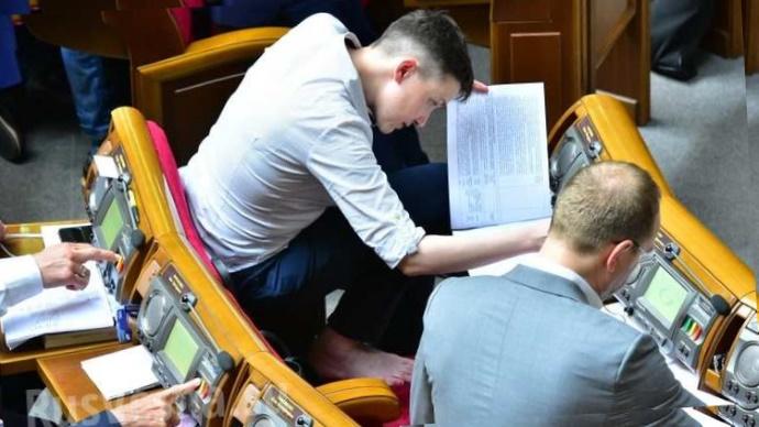 Савченко сегодня задекларировала доходы и спела на телевидении