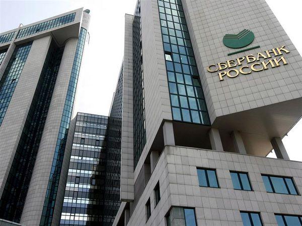 В Сбербанке России чистая прибыль уменьшилась в 2,4 раза