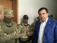 СБУ и ГПУ после обыска квартиры задержали Саакашвили