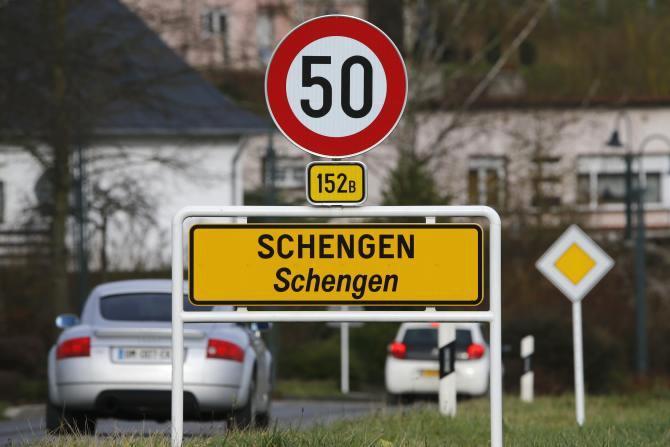 Внутренний контроль в Шенгенской зоне продлен на полгода, - Еврокомиссия