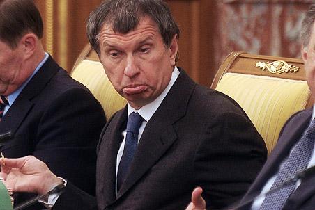 Выяснилось, что ежемесячная официальная зарплата главы Роснефти превышает 300 тыс. долларов