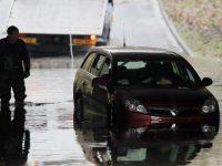 Северо-запад Британии страдает от сильных дождей и наводнений
