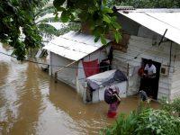Наводнение на Шри-Ланке заставило покинуть дома сотни тысяч местных жителей