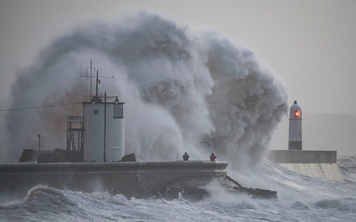 Шторм Eleanor обрушился на Британию со скоростью ветра в 160 км/час