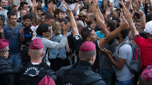Швейцария заставила мигрантов платить за проживание в стране