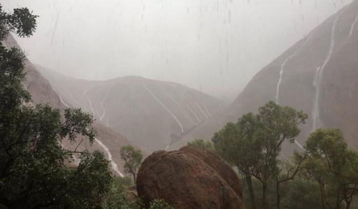 Сильные ливни вызвали наводнение в Австралии