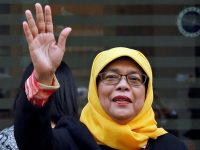 Сингапур: президентом страны впервые автоматически избрали женщину