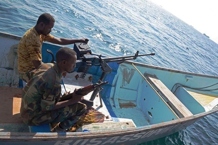 Сомалийские пираты отпустили захваченный нефтеналивной танкер и освободили моряков
