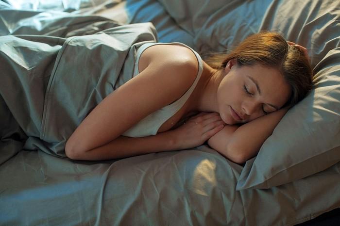 Сон на боку как правильно спать fdlx фото