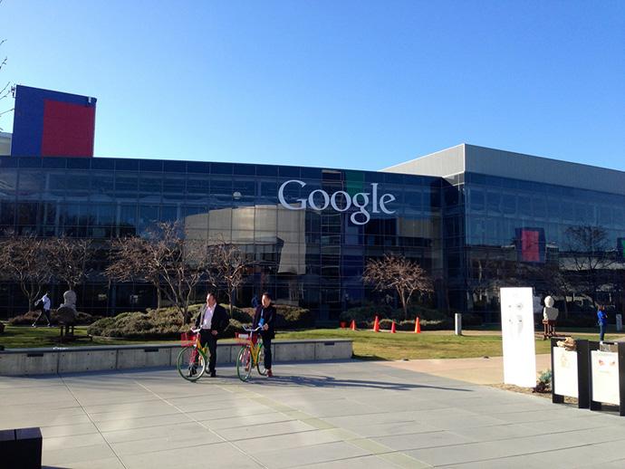 Сотрудникам Google нужно срочно приехать в США из-за указа Трампа