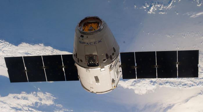 SpaceX и Boeing получили контракты на пилотируемые полеты для NASA