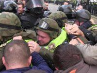 Спецназ начал штурм палаточного городка под Верховной Радой, есть пострадавшие
