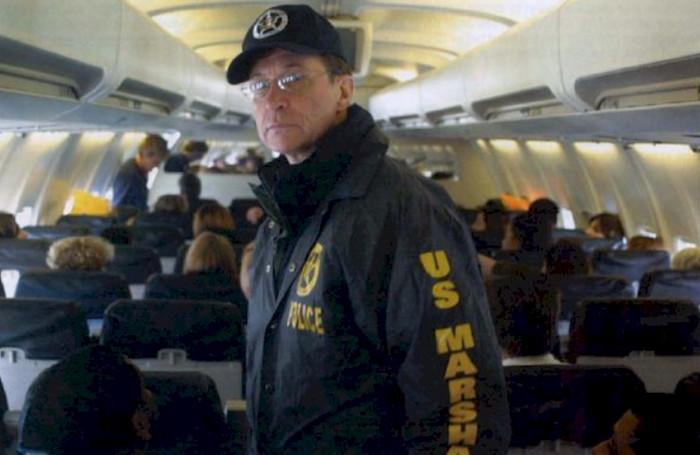 США и Мексика исследуют размещение вооруженных охранников на авиарейсах