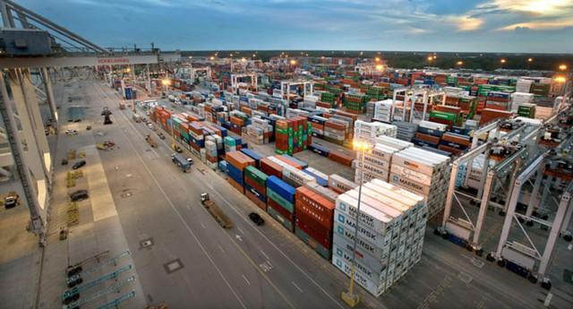 США испытывает максимальный дефицит торгового баланса