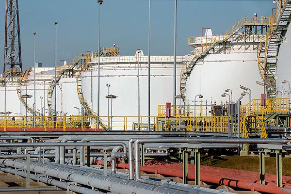 США продадут часть стратегических запасов нефти