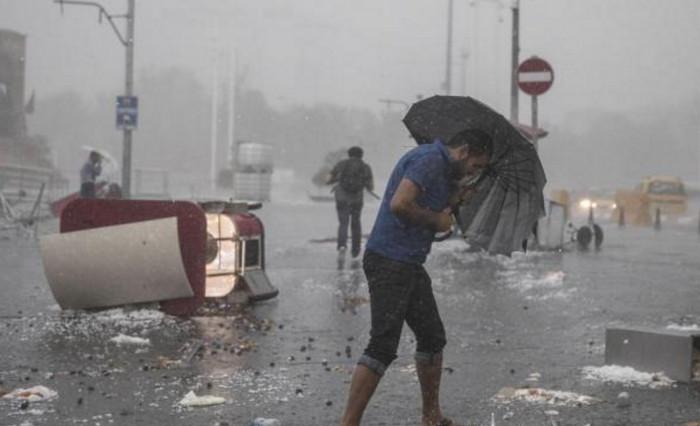 Стамбул накрыл аномальный шторм с градом