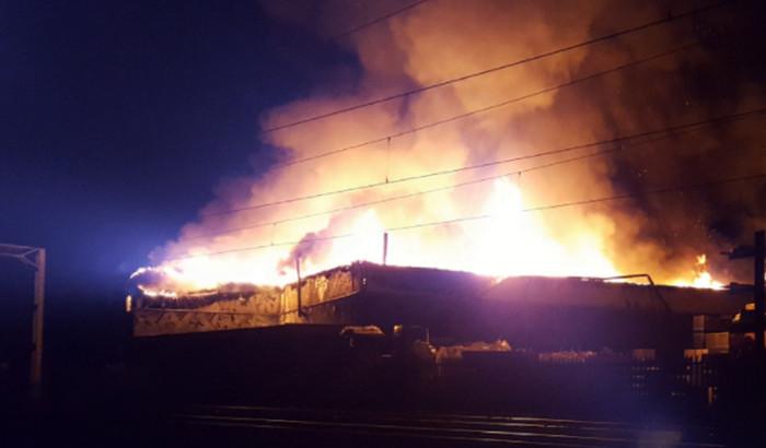 Станция в Лондоне охвачена огнем после взрыва газовых баллонов