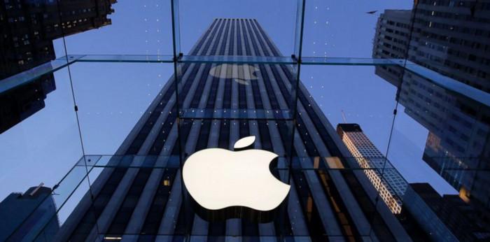 Стоимость акций Apple превысила 900 млрд долларов