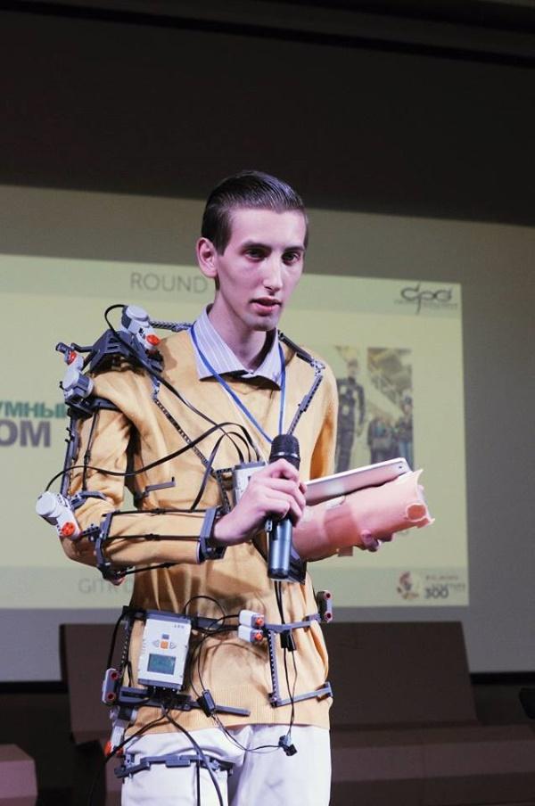 Студент из Киева собрал роботизированный экзоскелет UniExo