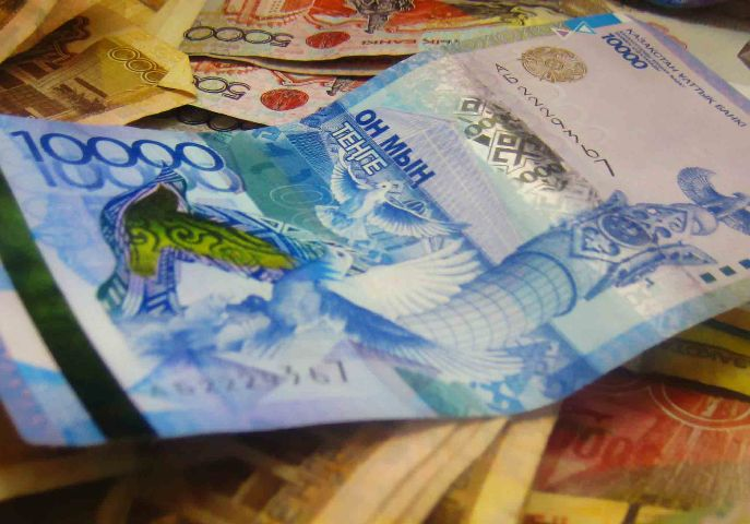В Казахстане в валютных обменниках перестали продавать доллар и евро