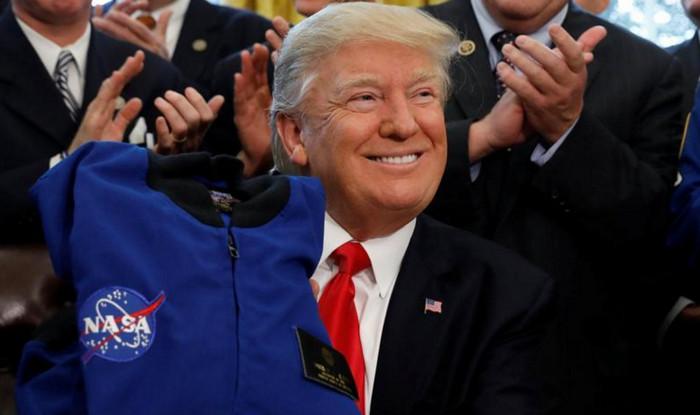 Трамп включил в бюджет пилотируемую программу полета на Марс
