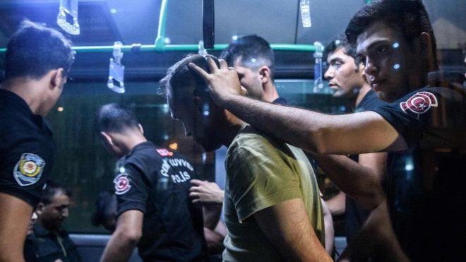 Турция: 311 человек задержано за критику военной операции в Сирии