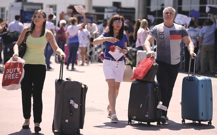 Впервые за 7 месяцев в Анталью прибыл самолет с российскими туристами