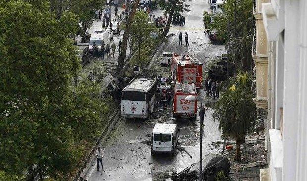 Очередной теракт в Турции: в Стамбуле подорвали полицейский автобус
