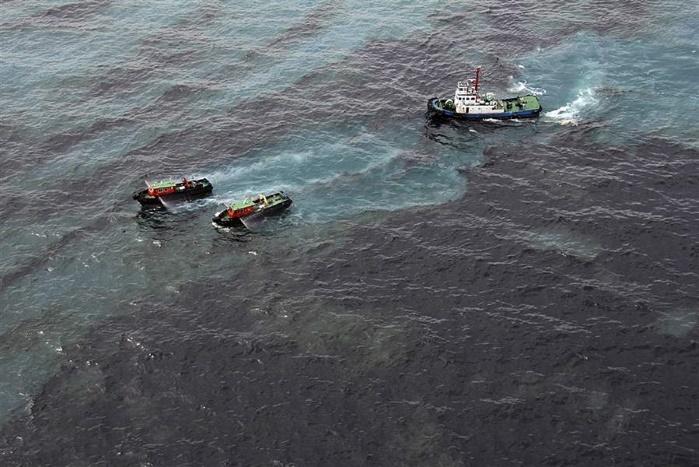 У берегов Китая нефтяное пятно увеличилось в три раза