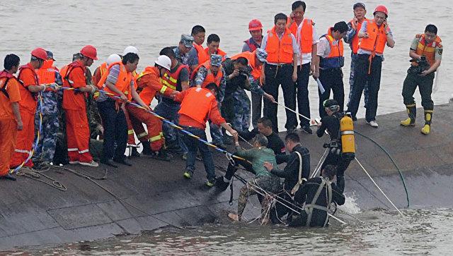 У берегов Китая столкнулись танкер и сухогруз: пропали десятки моряков