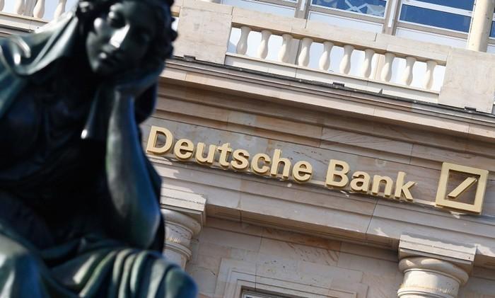 У Deutsche Bank акции обвалились до исторического минимума
