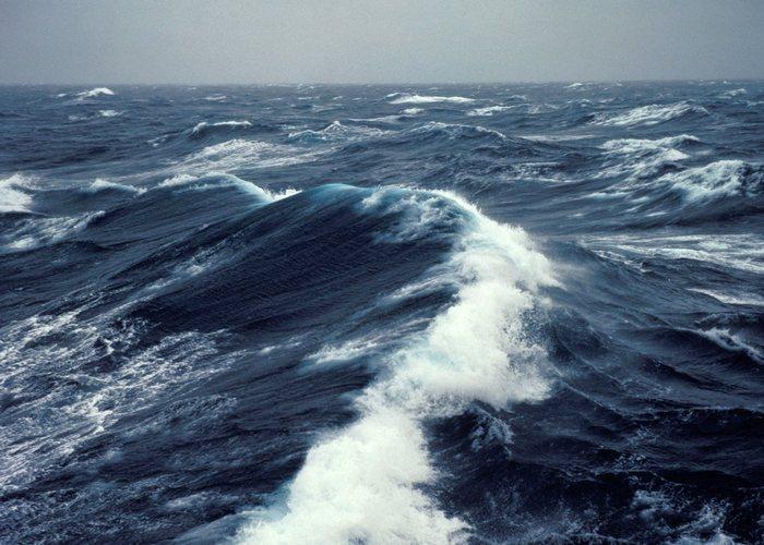 Ученые: микроскопические волокна пластика - основной источник загрязнения океана