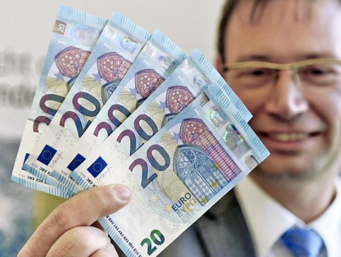 Украинцы перечислили из Германии рекордную за 5 лет сумму