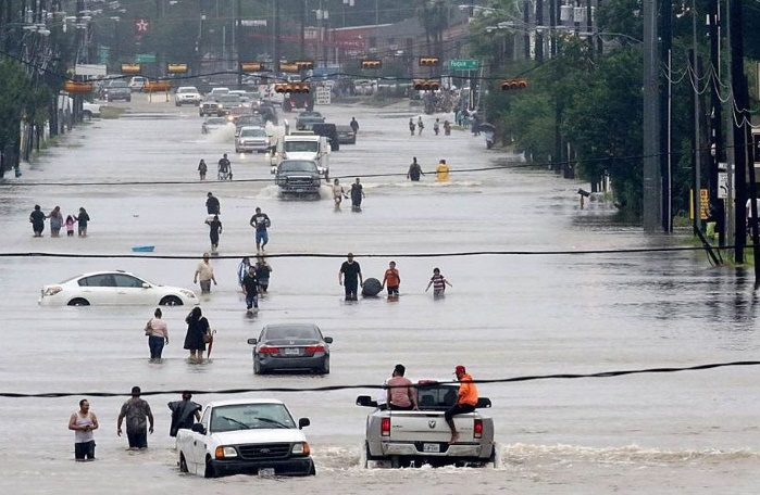 """Ураган """"Харви"""": в затопленном Хьюстоне из-за мародерства введен комендантский час"""